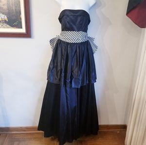 Vintage gunne sax black gothic tiered dress w/bow